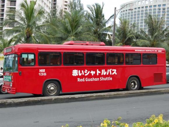 画像は2009年の赤いシャトルバス