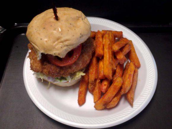 画像はhttp://mesklados.com/menu/uhang-shrimp-burger/より